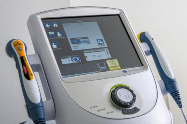 Gerät zur physikalischen Therapie bei Orthopäde Dr. Ziolko in Köln